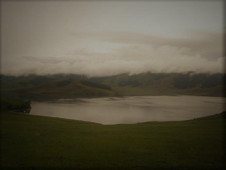 Černé jezero večer při sestupu z hmyzího vršku.